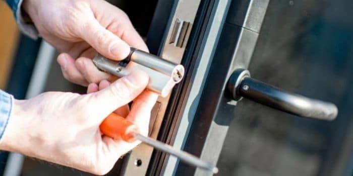 שירות דלתות כניסה מנעולן מנעול ומפתח