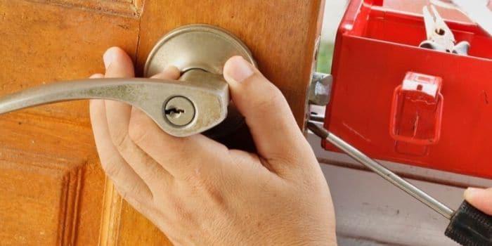 תיקון דלתות מנעולן מנעול ומפתח