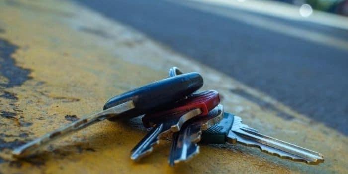 פורץ רכבים האיש הנכון מנעולן מנעול ומפתח